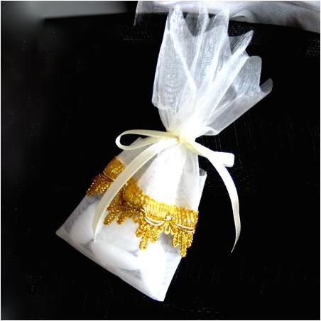 Ballotin blanc en organza galon dorée