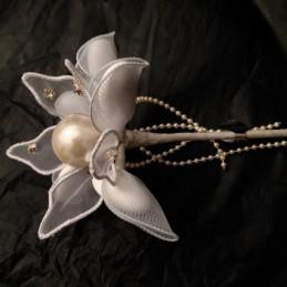 Mega pearl  et strass sur fleur